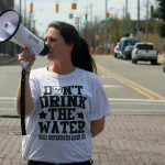 A Flint, Michigan, resident demanding clean water (Photo Credit: Eduardo García)